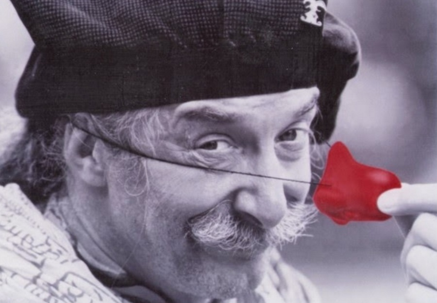 hunter-doherty-patch-adams-com-nariz-de-palhaco